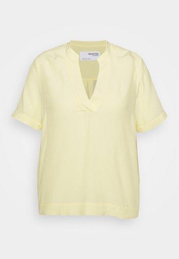 SLFALLA CURVE - Blůza - pastel yellow