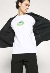 Carhartt WIP - SCREW - Long sleeved top - white - 3