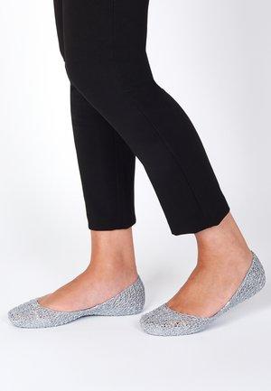 CAMPANA PAPEL - Ballet pumps - silver glitter