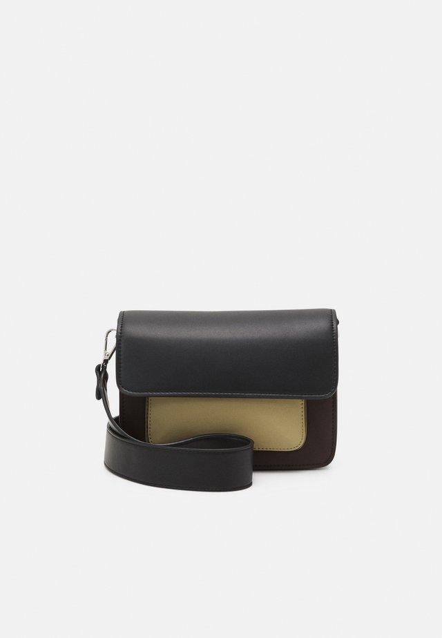 CAYMAN POCKET RESPONSIBLE - Across body bag - brown/multi