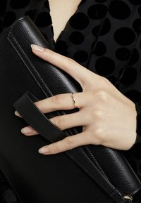 DIAMANT L'ÉTERNEL - 9KT YELLOW GOLD CERTIFIED DIAMOND ILLUSION PLATE RING - Ring - gold-coloured - 2