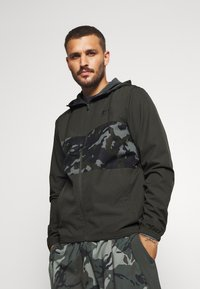 Under Armour - SPORTSTYLE WIND CAMO - Chaqueta de entrenamiento - baroque green/black - 0