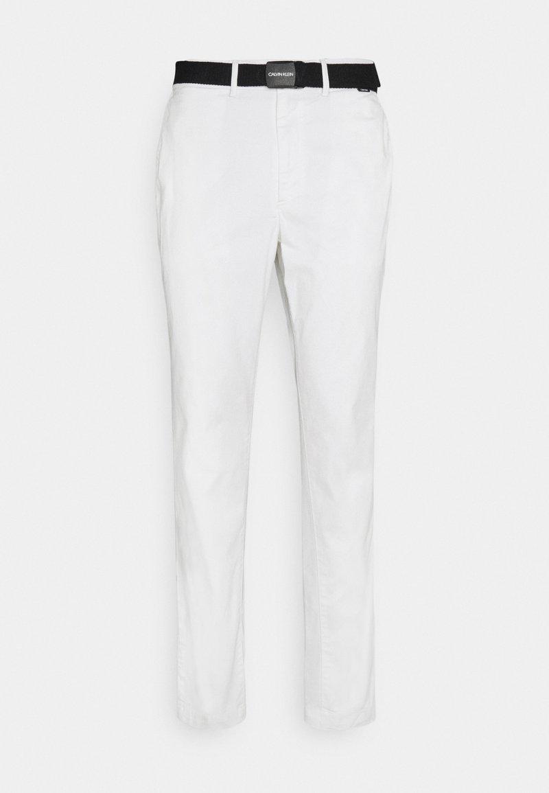 Calvin Klein - SLIM FIT GARMENT DYE BELT - Chinos - white