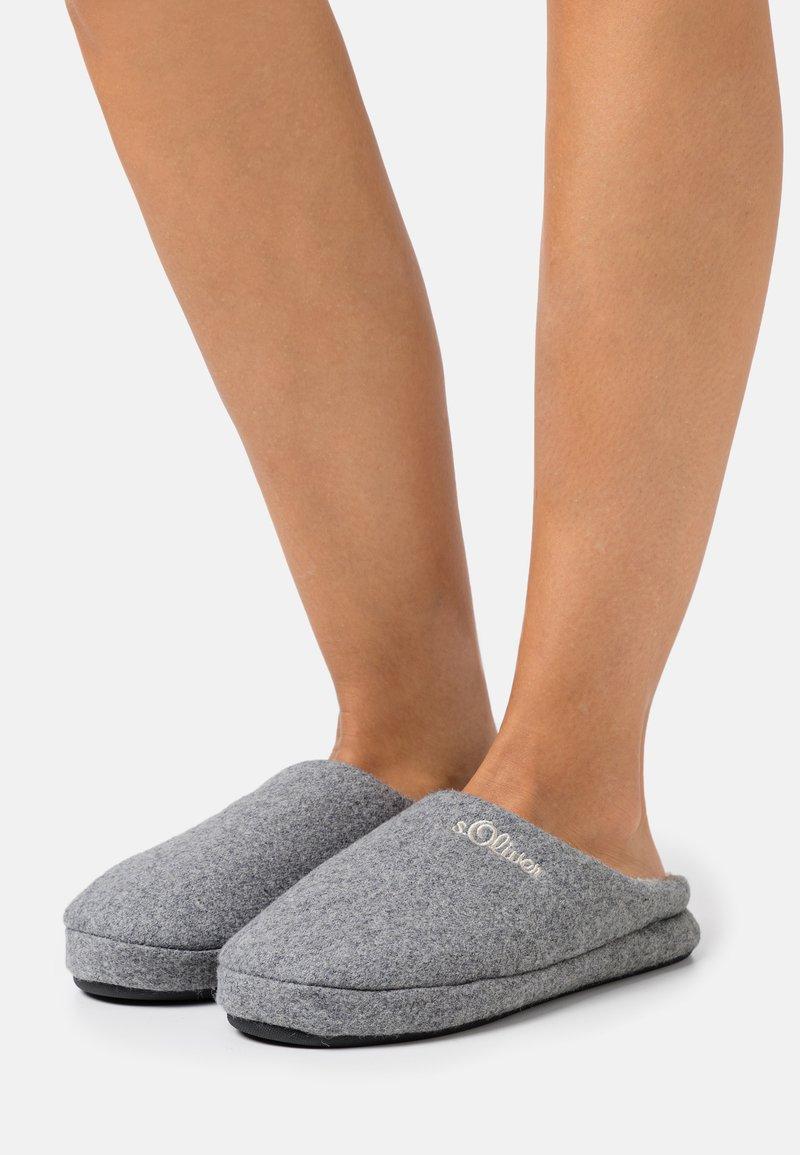 s.Oliver - SLIDES - Slippers - grey
