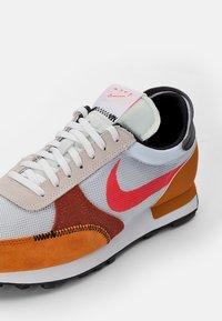 Nike Sportswear - DBREAK TYPE UNISEX - Trainers - white/crimson-monarch-rugged orange-black-sail - 5