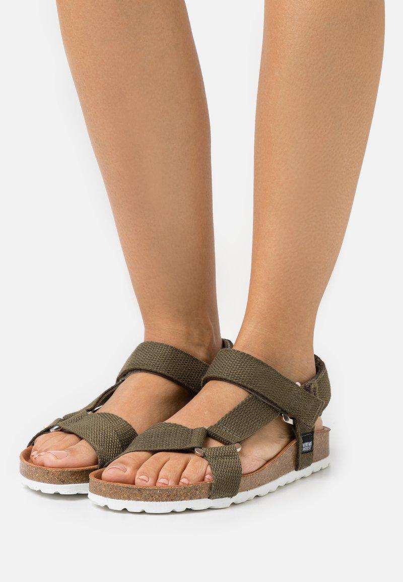VERBENAS - REMI - Sandals - kaki