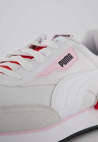 Puma - FUTURE RIDER NEON PLAY - Trainers - weiss / rot - 5