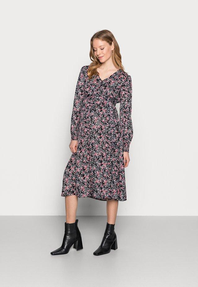 PCMPAOLA - Korte jurk - black