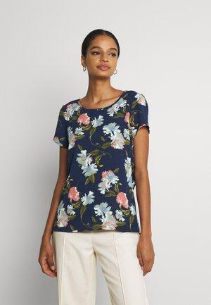 VMSAGA - Camiseta estampada - navy blazer/fifia