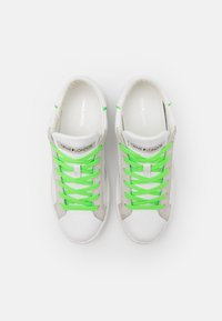 Crime London - Sneakers basse - white/neon - 3