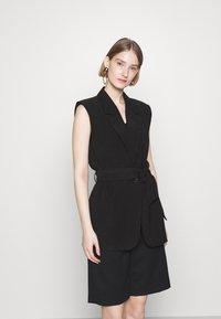 Bruuns Bazaar - LUCILLE LOEWE - Waistcoat - black - 0