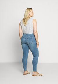 Lost Ink Plus - IN CADET WASH WITH RIPS - Jeans Skinny Fit - light denim - 2