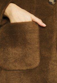ONLY - ONLCLAIRE COAT - Klasický kabát - toasted coconut - 5