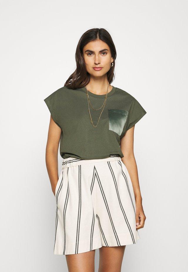 BLANCA - T-shirt basic - grape leaf