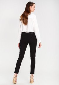 Liu Jo Jeans - BOTTOM UP DIVINE         - Trousers - nero - 3
