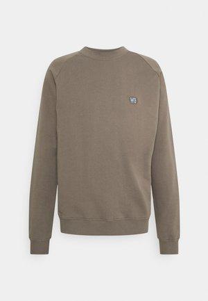 RASE SPORT CREW - Sweater - brown