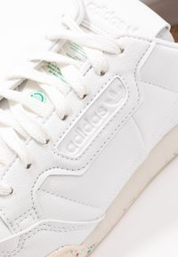 adidas Originals - CONTINENTAL 80 PRIMEGREEN VEGAN - Sneakers laag - footwear white/offwhite/green - 3
