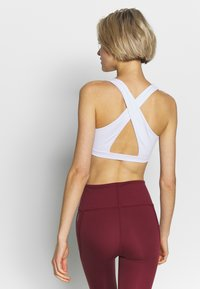 Cotton On Body - WORKOUT CUT OUT CROP - Sujetadores deportivos con sujeción ligera - white - 2