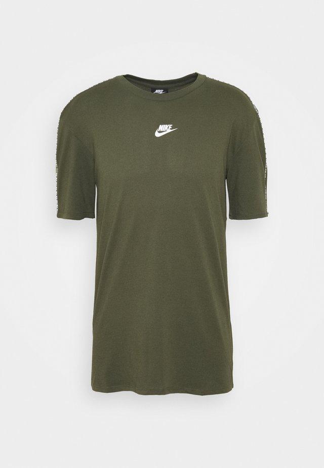 REPEAT - Camiseta estampada - cargo khaki