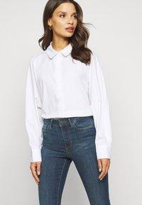 Vero Moda Petite - VMSOPHIA SKINNY JEANS PETI - Jeans Skinny Fit - medium blue denim - 4