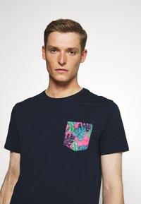 Pier One - T-shirt med print - dark blue - 4