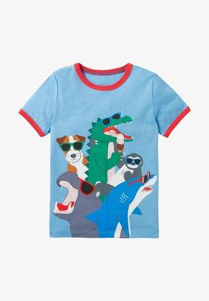 MIT URLAUBSGRAFIK - Print T-shirt - surfbrettblau/tiere
