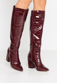 Miss Selfridge - OLYMPIA POINT STRAIGHT SHAFTKNEE HIGH - Stiefel - burgundy - 0