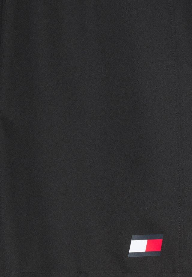 LOGO FLAG SHORT - Korte broeken - black