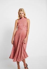 Closet - PLEATED DRESS - Day dress - rose - 3
