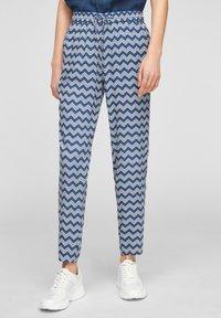 s.Oliver - BROEKEN - Trousers - faded blue zic zac stripes - 0