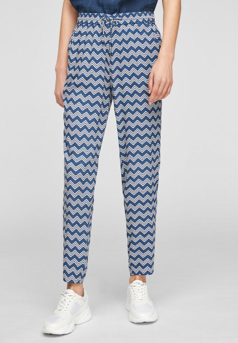 s.Oliver - BROEKEN - Trousers - faded blue zic zac stripes