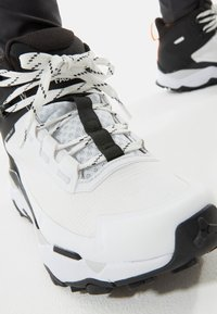 The North Face - EXPLORIS MID FUTURELIGHT - Hiking shoes - tnf white/tnf black - 6