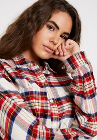 Levi's® - THE UTILITY - Button-down blouse - sandshell - 3