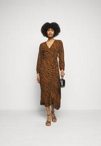 Faithfull the brand - FLORIAN WRAP DRESS - Denní šaty - kenya - 1