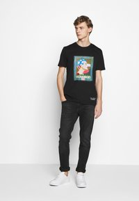 Iceberg - PETER BLAKE AMERICA  - Print T-shirt - nero - 1