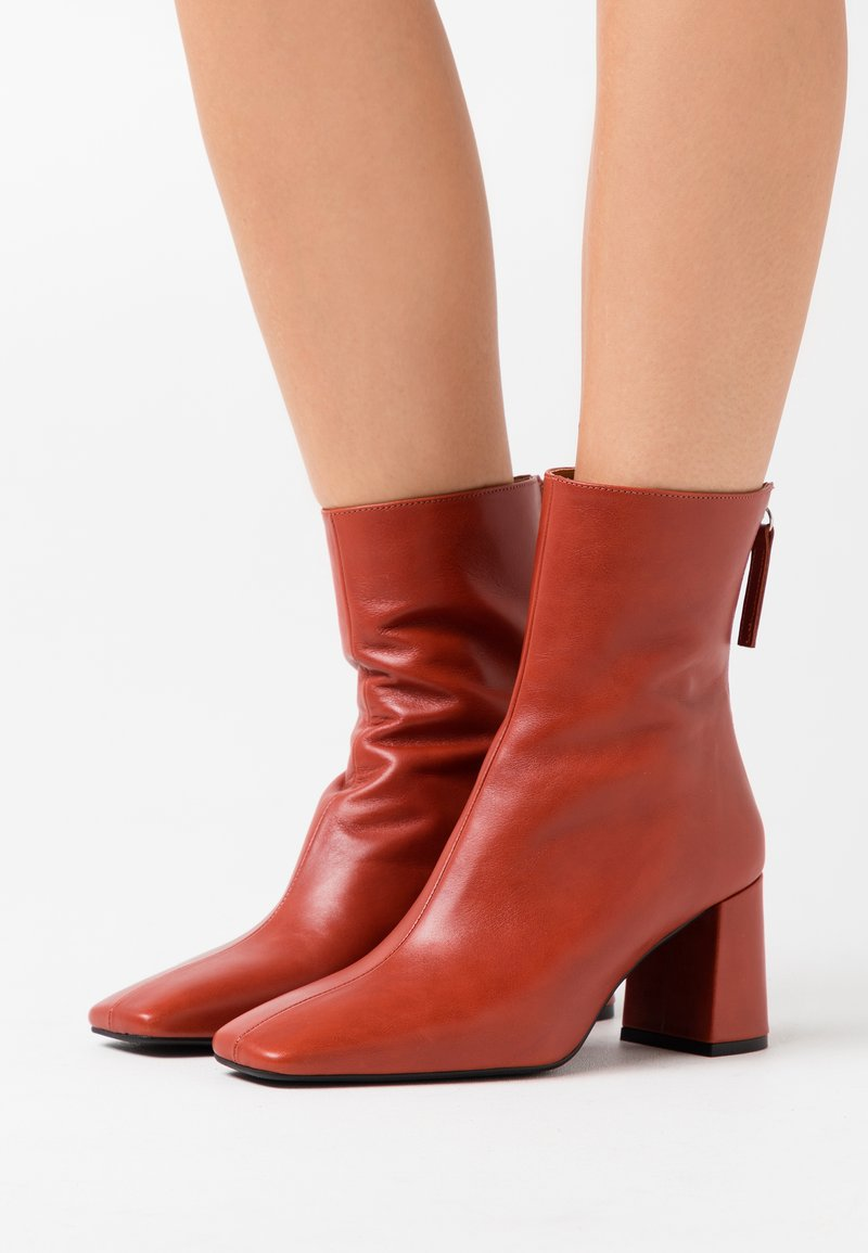LAB - Classic ankle boots - red