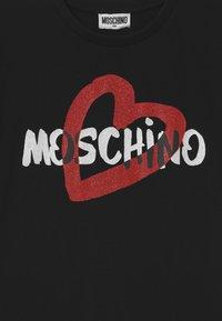 MOSCHINO - MAXI ADDITION - Print T-shirt - black - 2