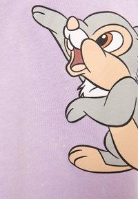 Bershka - DISNEY'S BAMBI - Print T-shirt - mauve - 5