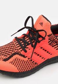 adidas Performance - ULTRABOOST 5.0 DNA BOOST PRIMEKNIT UNISEX - Sneakers basse - solar red/core black - 5