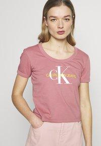 Calvin Klein Jeans - VEGETABLE DYE MONOGRAM BABY TEE - Print T-shirt - brandied apricot - 4