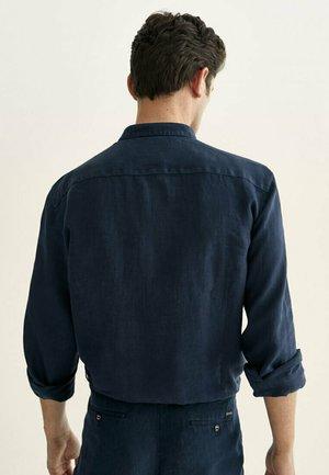 SLIM-FIT-HEMD AUS REINEM LEINEN MIT MAOKRAGEN 00101301 - Shirt - blue-black denim