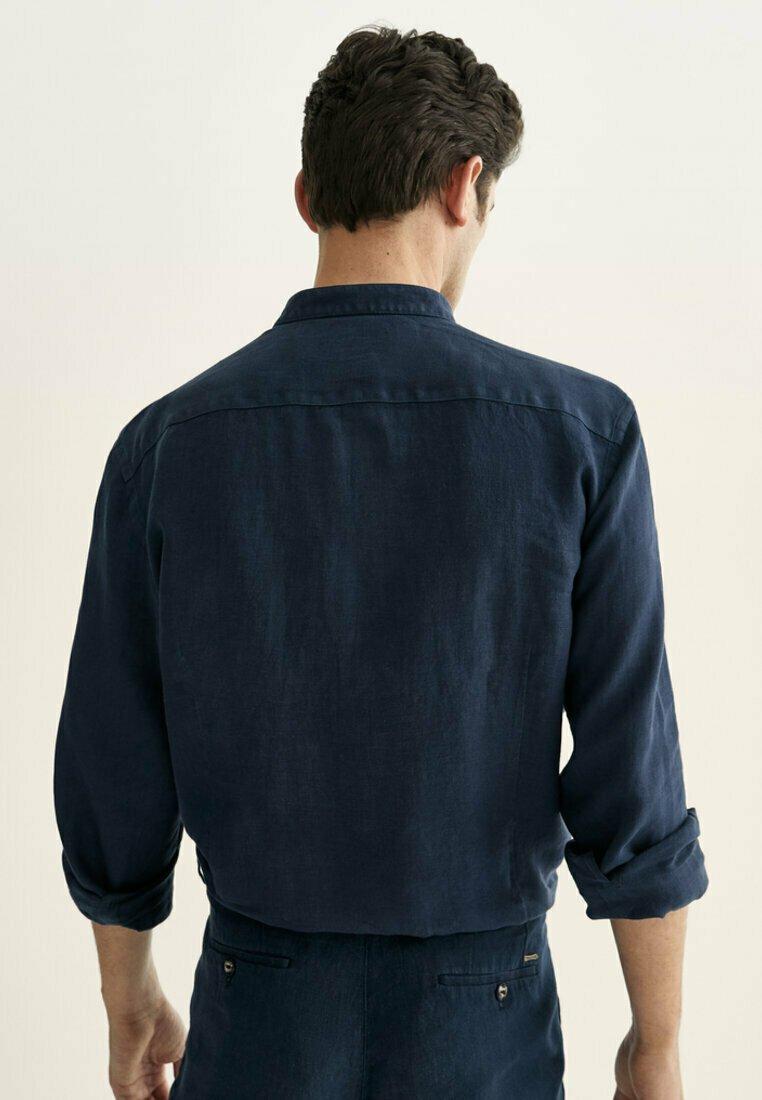 Massimo Dutti - SLIM-FIT-HEMD AUS REINEM LEINEN MIT MAOKRAGEN 00101301 - Shirt - blue-black denim