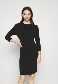 Vero Moda - VMMELINDA DETAIL DRESS - Jerseykjole - black - 0