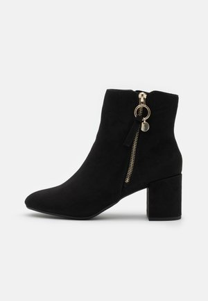 ADALINE BLOCK HEEL ZIP BOOTIE - Støvletter - black