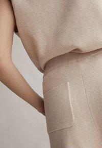 OYSHO - Shorts - beige - 3