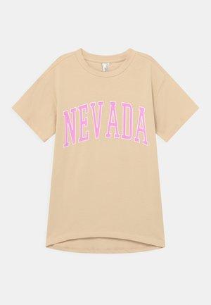 JAYDEN OVERSIZED TEE  - Print T-shirt - warm sand