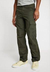 Carhartt WIP - REGULAR COLUMBIA - Pantalones cargo - cypress rinsed - 0