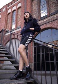 adidas Originals - CYCLING SHORT - Shorts - black - 3