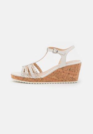 Platform sandals - cream