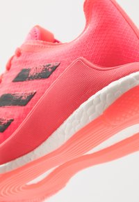 adidas Performance - CRAZYFLIGHT TOKYO - Volleyballsko - signal pink/core black - 5